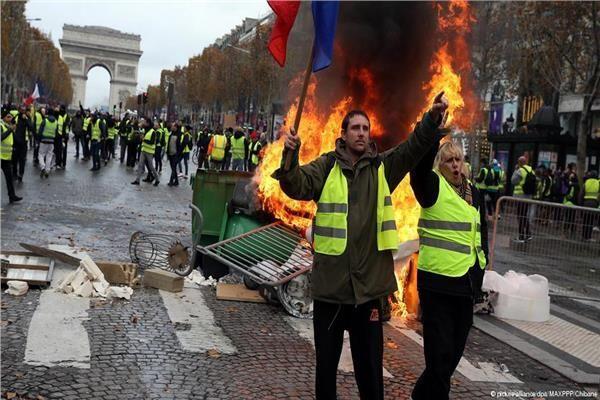 """الإتجاه نحو فرض حالة الطوارئ بفرنسا لتجاوز احتجاجات """"السترات الصفراء"""" (فيديو)"""