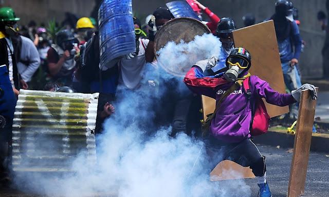 Venezuela: Bombas lacrimógenas en marcha 1de Mayo ver en Vivo