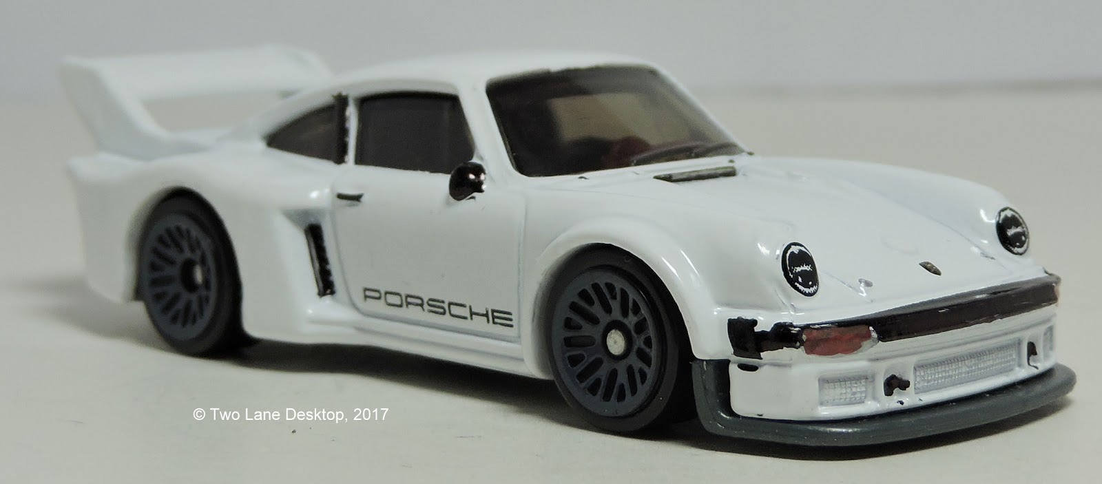 two lane desktop hot wheels porsche 934 5. Black Bedroom Furniture Sets. Home Design Ideas
