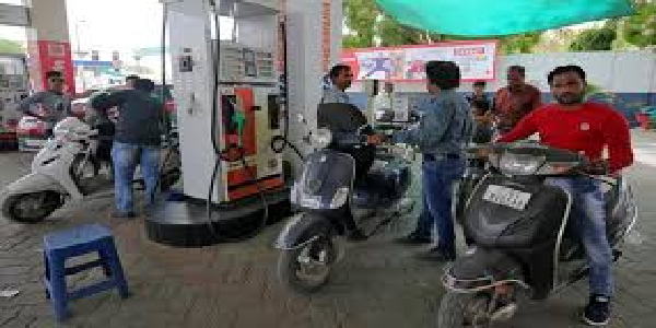 Petrol-v-diesel-ke-bhaav-esther