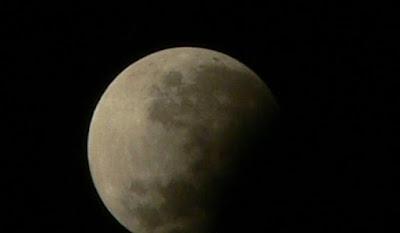 Mitos gerhana bulan, bisa menambah tinggi badan ?
