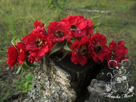 ярко-красный цветочный веночек, цветочный венок, веночек с цветами
