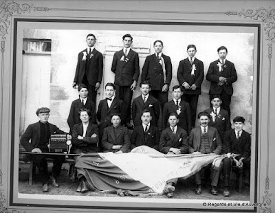 Photo de famille : conscrits de Pionsat 1922