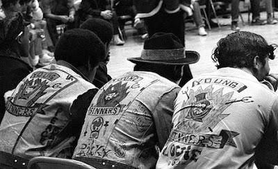 Miembros de pandillas en la reunión de Hoe Avenue en el Bronx - 1971