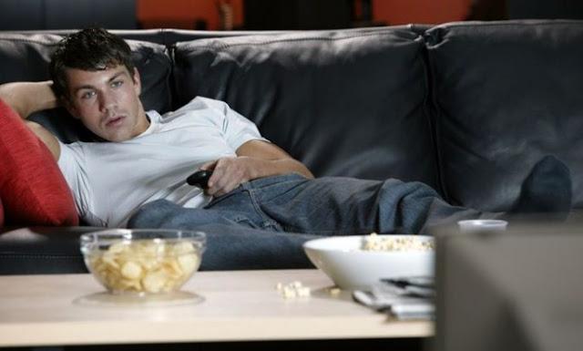 Kebanyakan Nonton TV Tingkatkan Risiko Kanker Usus Pada Pria