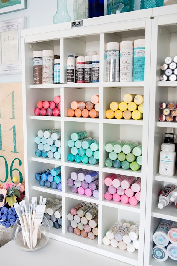 Simple and pretty craft organization from thrifty decor chick - Craft room ideas for small spaces concept ...