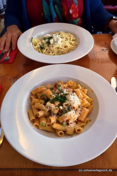 Pasta des Tages mit Hackfleisch in Rahmsauce mit Erbsen im Mediterrané Karlsruhe