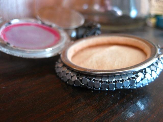 vintage metal mesh makeup compact