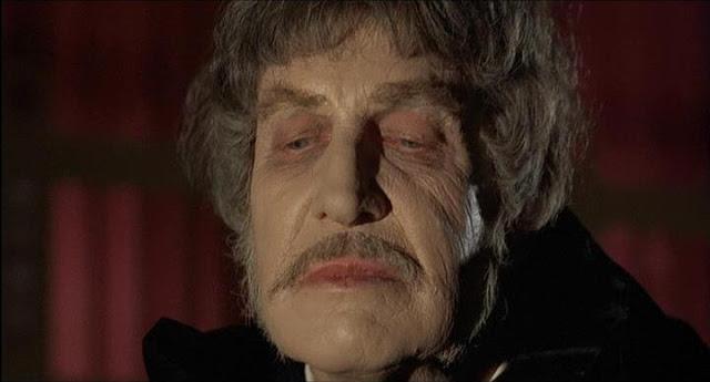 Price realiza una soberbia actuación en El abominable Dr Phibes