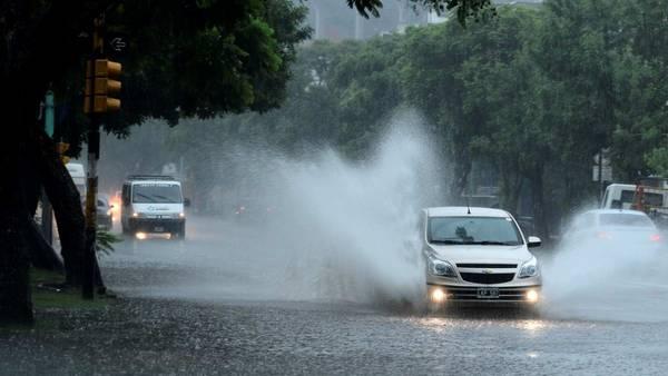 Cuidado si manejas bajo la lluvia