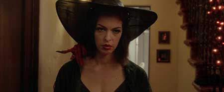 'Ding Dong', dirigida por Luky McKee y protagonizada por Pollyanna McIntosh.