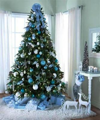 Gambar Dekorasi Pohon Natal Nuansa Putih Biru