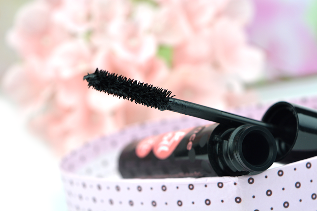 essence - Rock'n' Doll Crazy XXXL Volume Mascara | Bürstchen