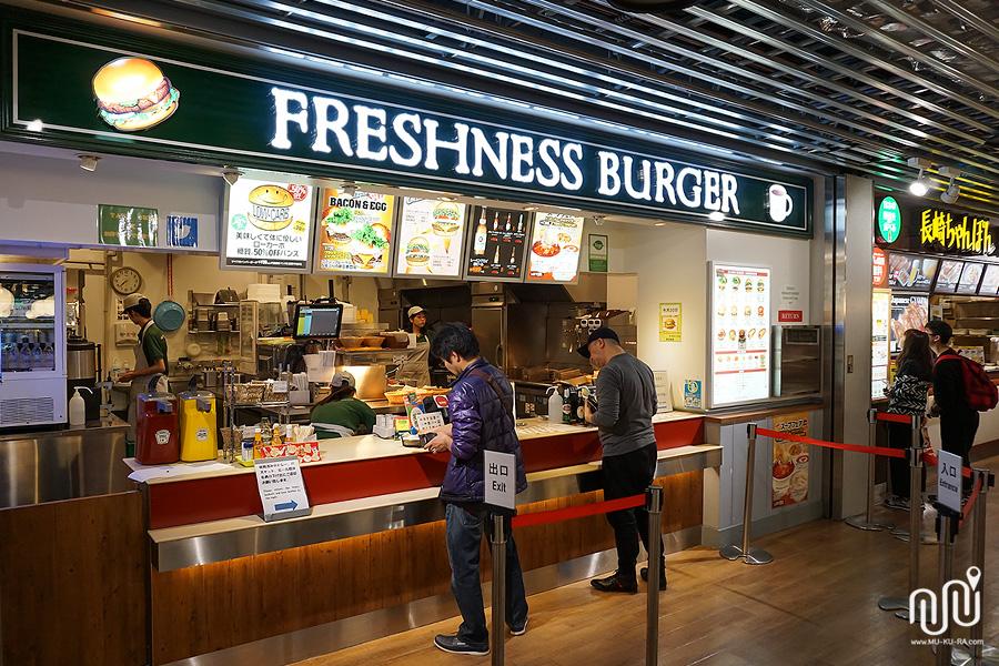 ร้านอาหารใน food court ที่ Narita Airport Terminal 3