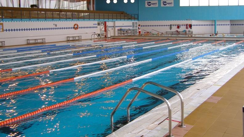La petjada de rub la piscina interior del club nataci for Piscina rubi