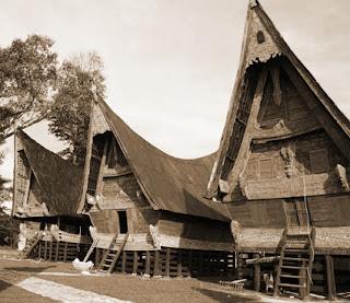 Keunikan Sejarah Rumah watak tradisional Bolon khas Batak Sumatera Utara Tempat Wisata Keunikan Sejarah Rumah watak tradisional Bolon khas Batak Sumatera Utara
