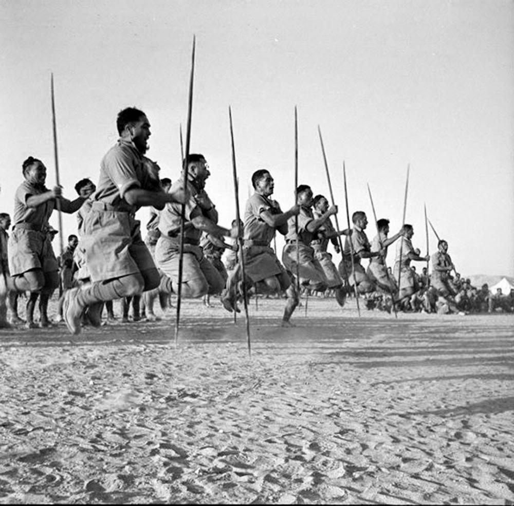 Haka es un grito de guerra ancestral tradicional, danza o desafío de los maoríes de Nueva Zelanda.