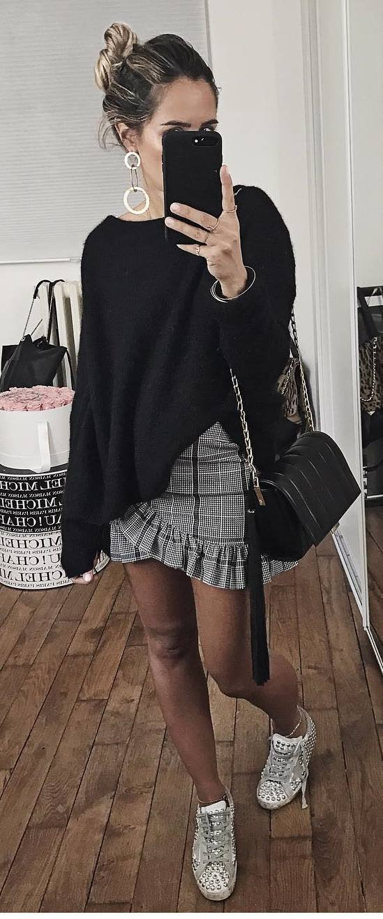 how to style a plaid skirt : black sweater + bag + sneakers