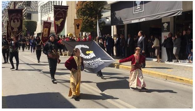 Οι Πόντιοι στάθηκαν μπροστά στην εξέδρα των επισήμων και τραγούδησαν το «Μακεδονία Ξακουστή»