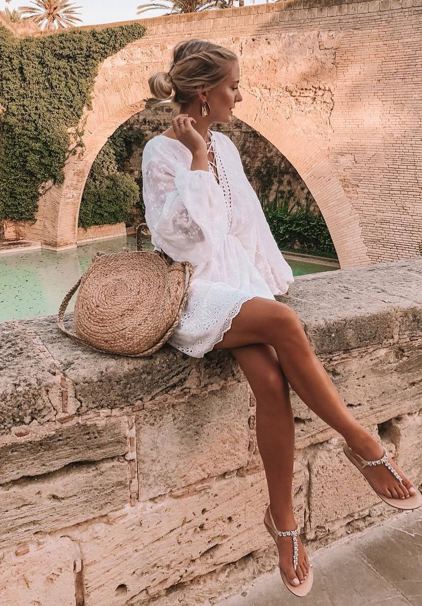 simple vacation outfit / starw bag + white dress + sandals