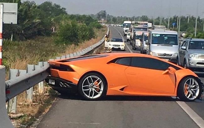 Siêu xe Lamborghini Huracan tại Việt Nam bị tai nạn