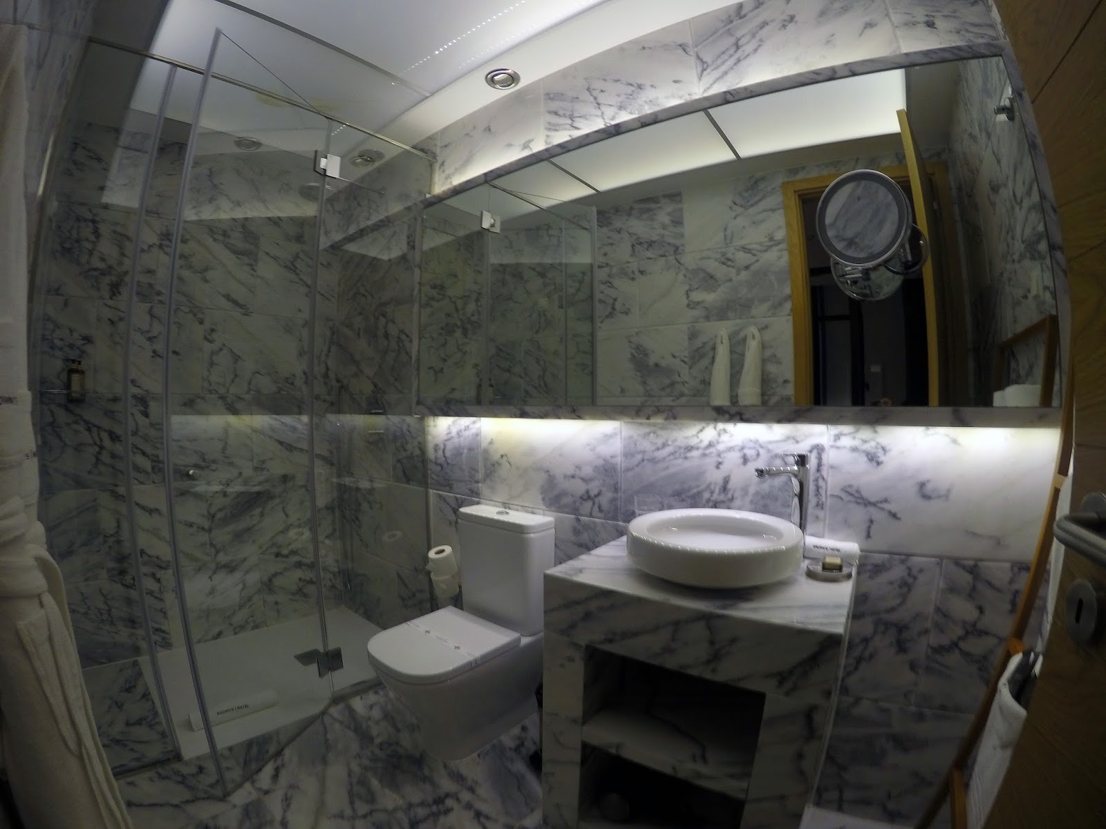 Brown's Central Hotel Lisbon Suite Bathroom