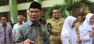 """Mendikbud: """"Guru Bukan Polisi atau Hakim yang Menghukum Siswa Nakal""""."""