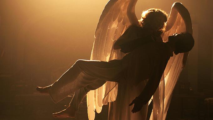 Emma Thompson y Justin Kirk en Angels in America