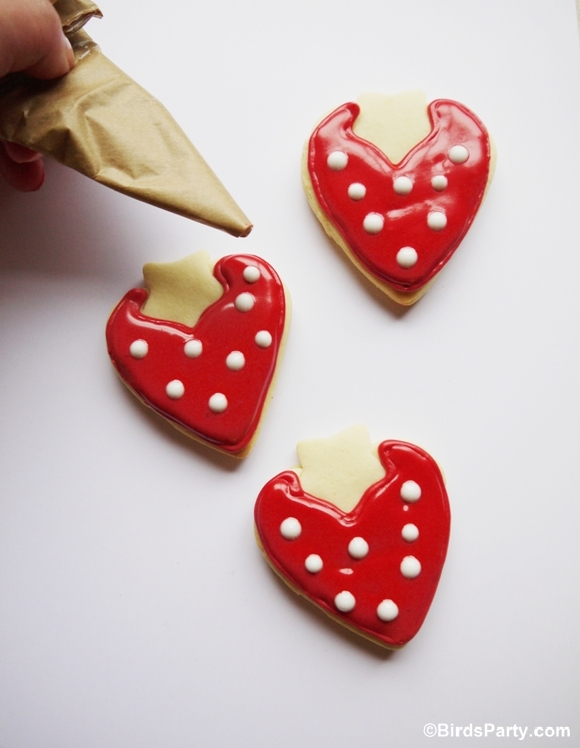 DIY Strawberry Shaped Decorated Cookies Recipe - BirdsParty.com