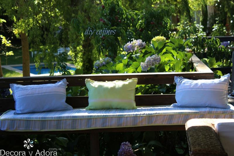 de unas toallas turcas hice unos cojines para la terraza de mi casa del lago