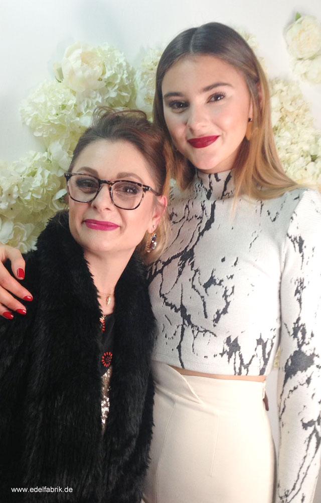 Stefanie Giesinger und Chrissie aus der Edelfabrik auf der Eröffnung des L'Oréal Ateliers