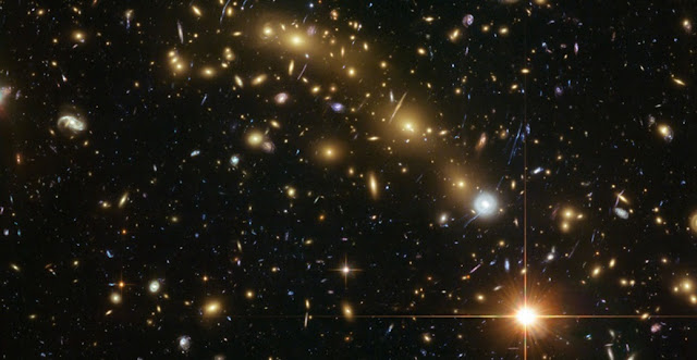 MACS J0416.1-240 is a cluster of galaxies located four billion light years away. A new study based on observations with the Hubble Space Telescope has shown that the most massive galaxies in the universe, which are found in clusters like this, have been aligned with the distribution of neighboring galaxies for at least ten billion years.