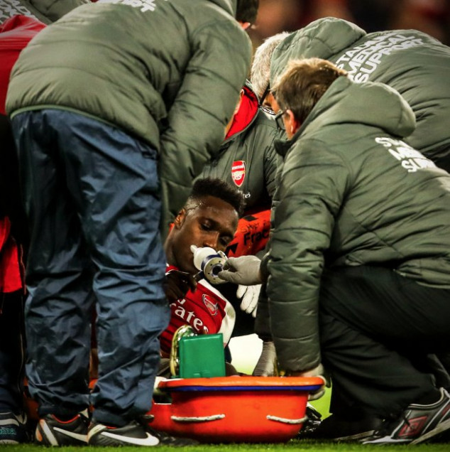 Arsenal's Welbeck Given Oxygen After Serious Ankle Injury During Sporting Game