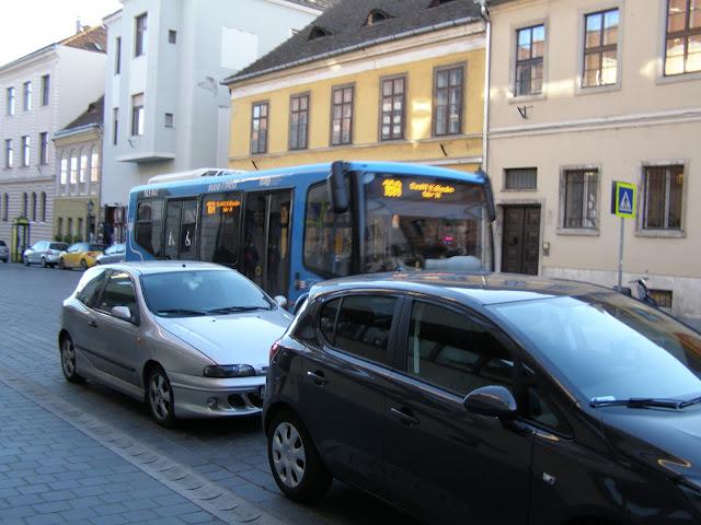 casele mici si masinile mici din zona