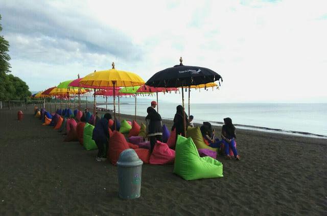 Pantai syariah di Banyuwangi.
