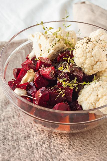 Cvekla, karfiol i šargarepa sa začinima i sjemenkama