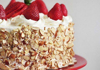 celebrate-ur-birth-day-withstrawberry-cake