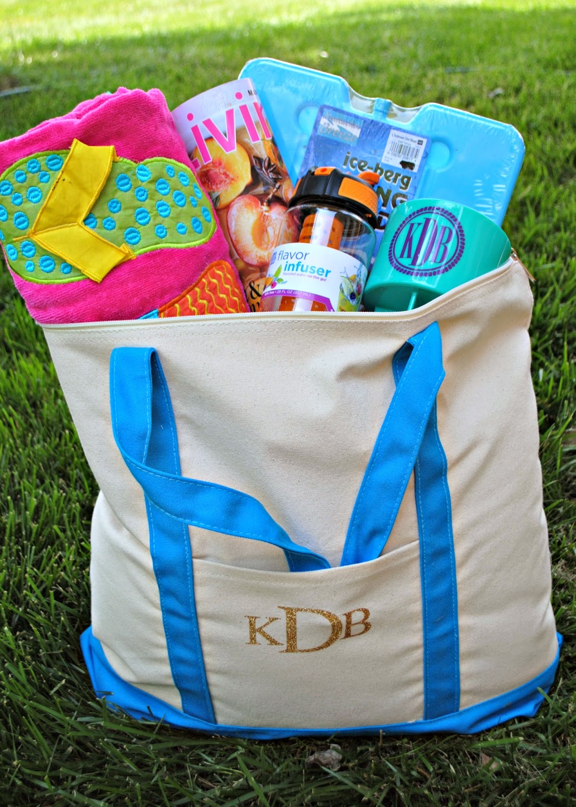 http://silhouetteschool.blogspot.com/2014/07/personalized-tote-gift-bag-gift-idea.html