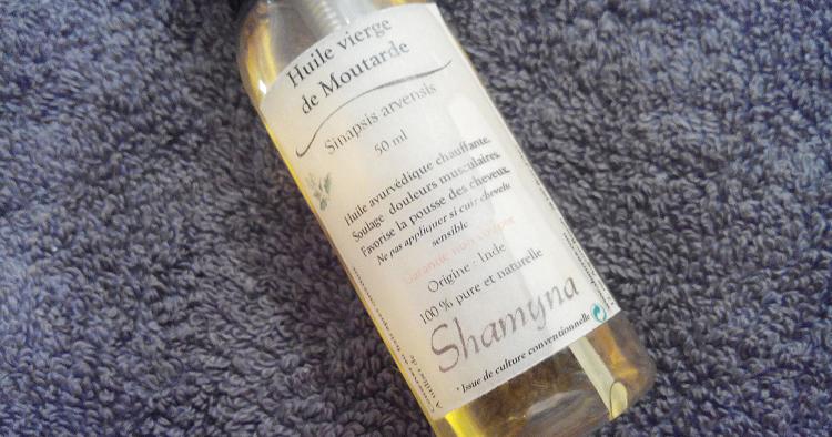 La crème de beauté utilisent comme le masque pour les cheveux