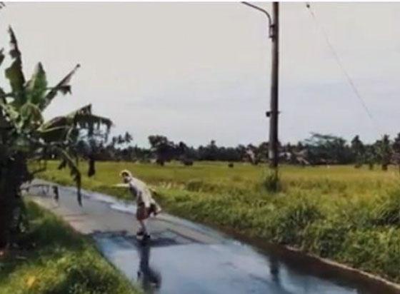 Video Aksi Hanoman Bermain Skateboard di Bali Yang Hebohkan Netizen