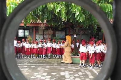 Mendikbud Izinkan Sekolah Himpun Dana Masyarakat