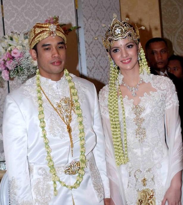 kebaya+putih+pengantin+nia+ramadhani