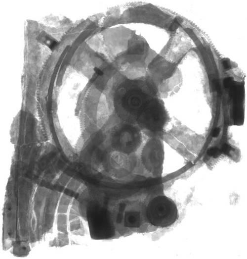 En esta imagen se pueden apreciar los numerosos engranajes dentro del mecanismo de Antikythera.