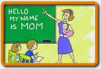 Madre enseñándo clases en casa