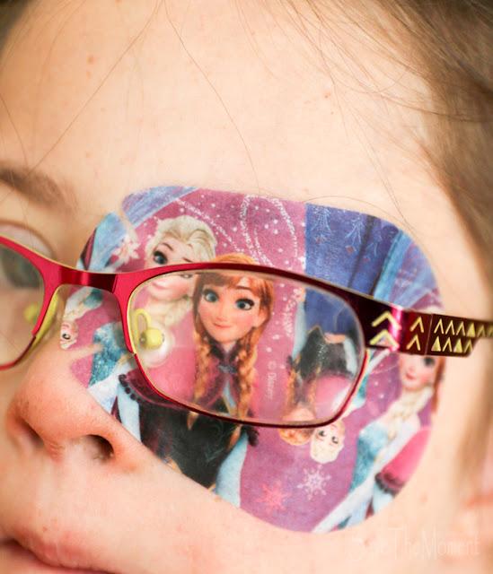 Abgeklebtes Auge mit Eiskönigin