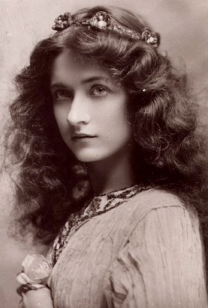 Pre-Raphaelite inspired photograph, early 20th Century