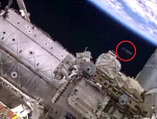 ovni iss - OVNI en vídeo NASA reparación Estación espacial Internacional