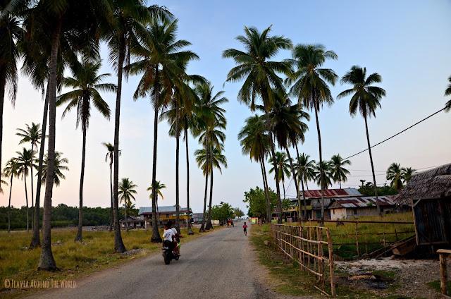 Calle principal de Riung