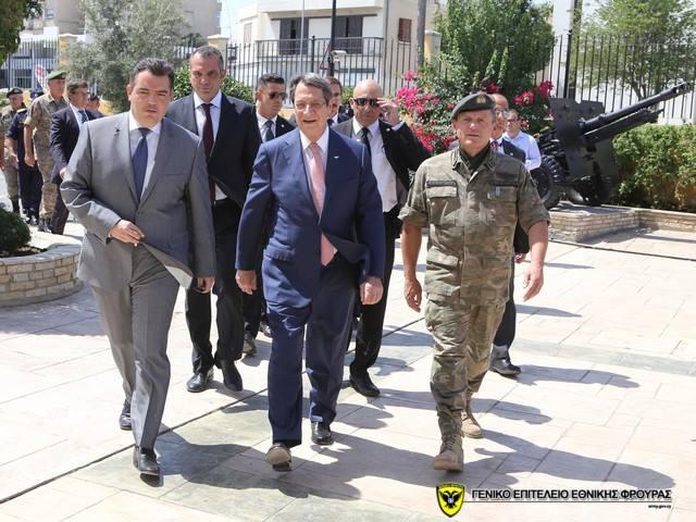 Ο Πρόεδρος της Δημοκρατίας Νίκος Αναστασιάδης στην Εθνική Φρουρά - Ενημέρωση από τα στρατηγό Ηλία Λεοντάρη