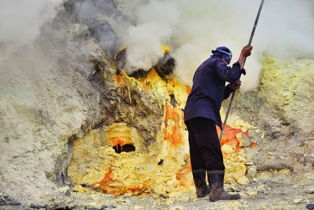 Ijen The Volcanic Sulfur Mine Of Indonesia S East Java